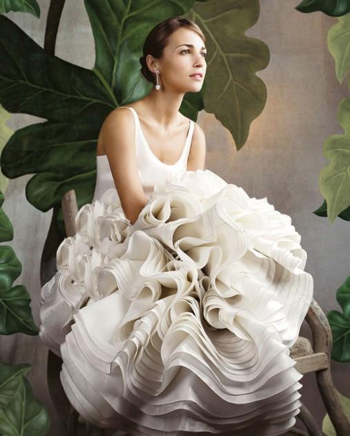 تتزين بولا اتشيفاريا بملابس مقدمة من روسا كلارا