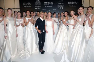 罗莎·克莱拉再度亮相巴塞罗那婚纱时装周首日秀场