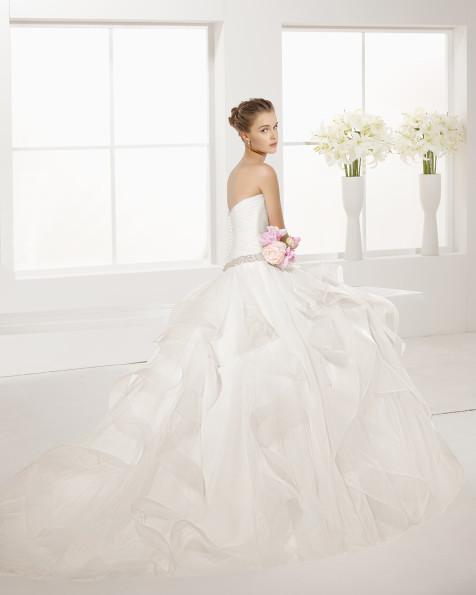 EMPERADOR robe de mariée en tulle avec pierreries.