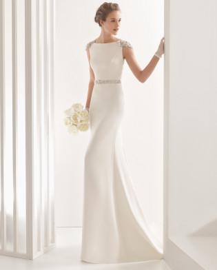 Naira vestido de crepe con espalda de pedrería frost.