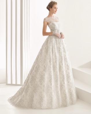 Nassau traje de novia de encaje francés y organza de seda.
