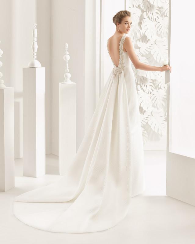 Navas  traje de novia y cola de nuevo piqué / mikado con adorno pedrería espalda.