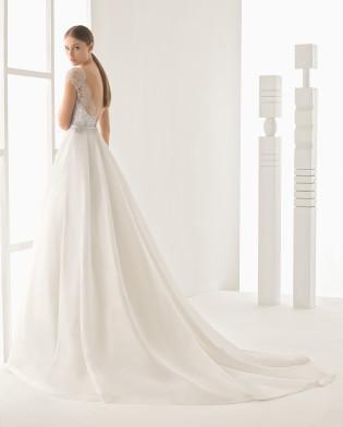 Nerja vestido de encaje plata y garza de seda.