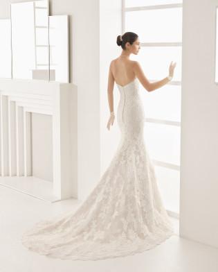 OBADIA traje de novia con escote corazón.