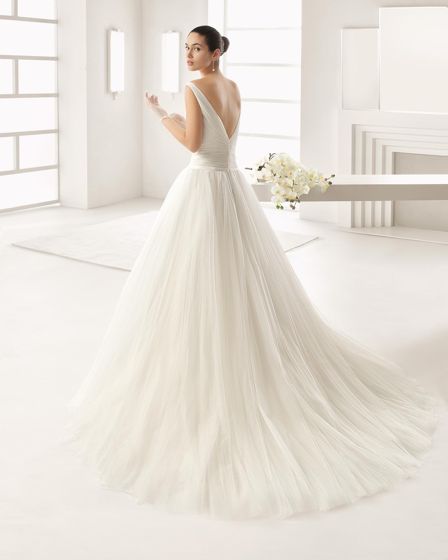 OLIVER vestido de tul suave con cuerpo drapeado. 57030adad731