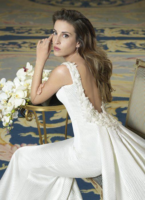 Rosa Clará viste de novia a Marta Castro antes de su próxima boda con Fonsi Nieto