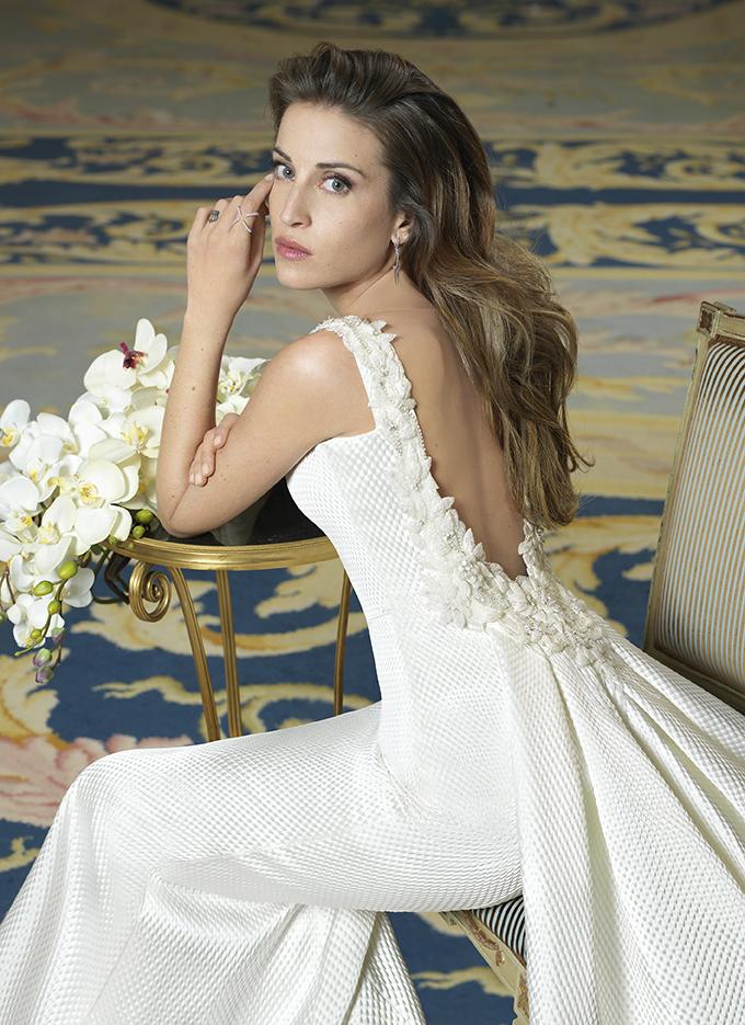 rosa clará viste de novia a marta castro antes de su próxima boda