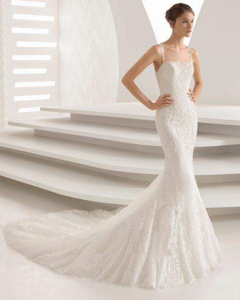 Meerjungfrau-Brautkleid aus Spitze mit Strassbesatz.