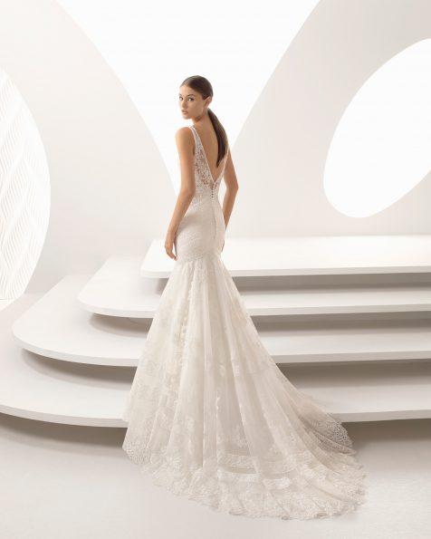 Rochie de mireasă în stil sirenă din ghipură și dantelă, strasuri cu decolteu în V.