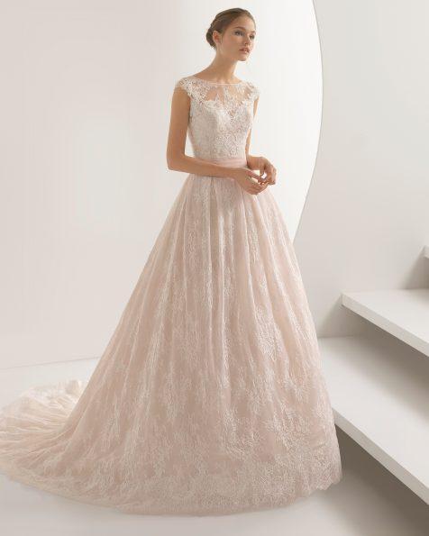 Rochie de mireasă în stil sirenă din dantelă și strasuri. Decolteu iluzie cu spatele acoperit, de culoare rosé și ecru.