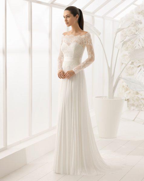 Свадебное платье в стиле бохо из кружева и шелкового муслина с отделкой бусинами, с длинными рукавами.