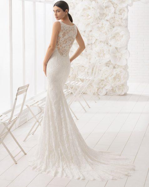 美人鱼款珠饰蕾丝新娘婚纱,鸡心领蕾丝后背设计。