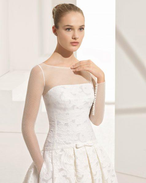 فستان زفاف جاكار ذو تصميم كلاسيكي ودون حمّالات للكتف، مع جيوب.