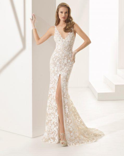 Vestido de novia corte sirena de guipur, con escote V y abertura delantera en color natural/nude.