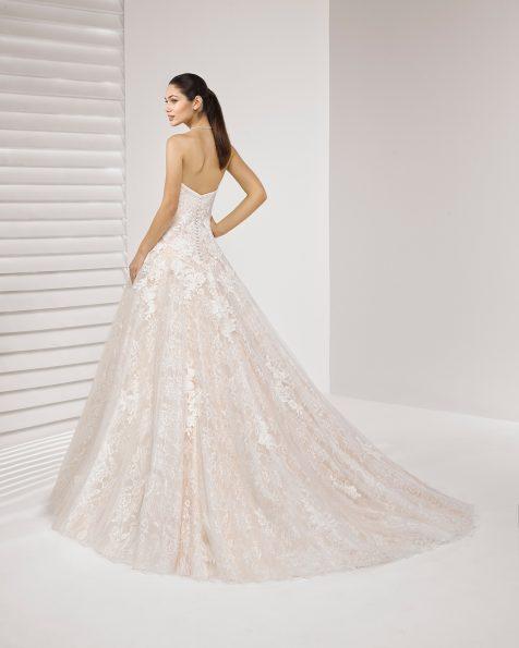 Princess-Brautkleid aus Spitze mit Strassbesatz, schulterfrei, mit Spitzenapplikationen.