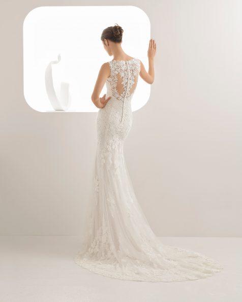 Rochie de mireasă în stil sirenă din ghipură și dantelă cu decolteu cu umerii descoperiți și spatele decoltat, de culoare perlă și ecru.