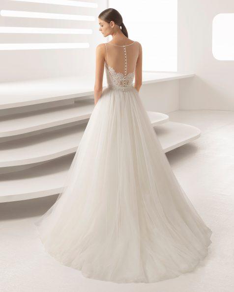 米白色和裸色珠饰蕾丝紧身新娘婚纱,鸡心领配薄纱罩裙设计。