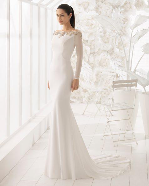 长袖一字领美人鱼款绉绸新娘婚纱,刺绣水晶花卉图案设计。