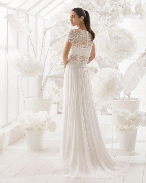 Vestido de noiva Boho três peças de crepe georgete e guipura com body bandeau.