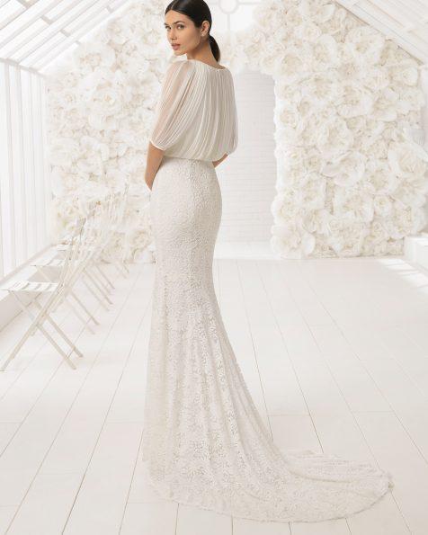 Свадебное платье в стиле бохо из кружева с отделкой бусинами, с лифом с напуском.