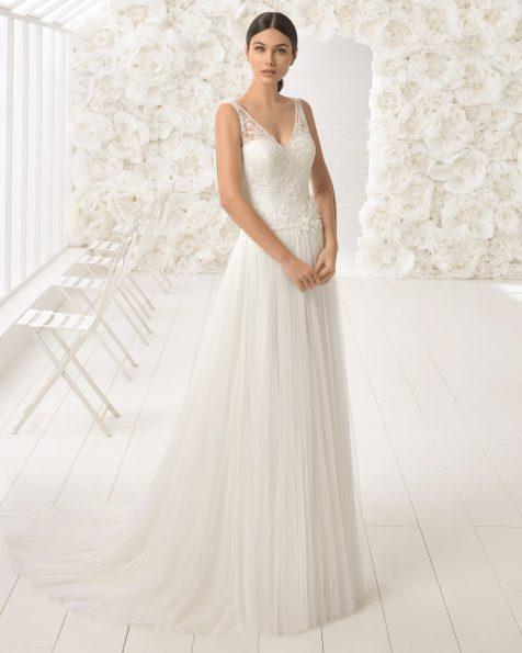 Vestido de noiva estilo linha A de tule, renda e brilhantes, com decote nas costas.