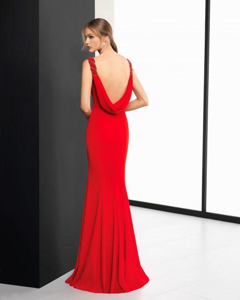 长款绉绸鸡尾酒会礼服,垂褶低背设计,肩部采用钉珠点缀。 有深蓝色、粉色、红色和绿色可选。 ROSA CLARA COCKTAIL 新品系列 2018.