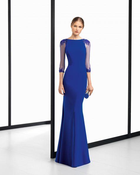 长款珠饰嵌花绉绸鸡尾酒会礼服,采用法式薄纱袖设计。有深蓝色、粉色、红色和绿色可选。 ROSA CLARA COCKTAIL 新品系列 2018.