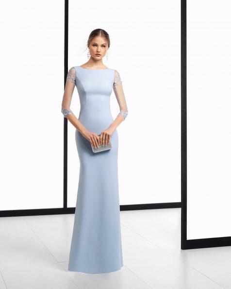 长款珠饰绉绸鸡尾酒会礼服,采用四分之三袖设计。有藏青色、黑色、银色、珊瑚色、深蓝色、绿色、蓝色和红色可选。 ROSA CLARA COCKTAIL 新品系列 2018.