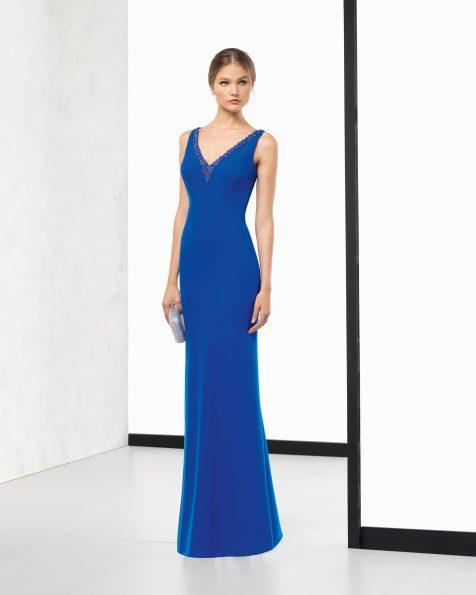 长款绉绸鸡尾酒会礼服,宝石珠饰后背设计。 有藏青色、黑色、银色、珊瑚色、深蓝色、绿色、蓝色和红色可选。 ROSA CLARA COCKTAIL 新品系列 2018.