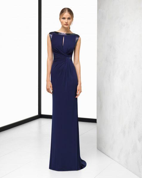 Длинное коктейльное платье из эластичного крепа, с отделкой бусинами на шее и плечах. Цвета: темно-синий, кобальтовый, серебристый и зеленый. Коллекция ROSA CLARA COCKTAIL 2018.