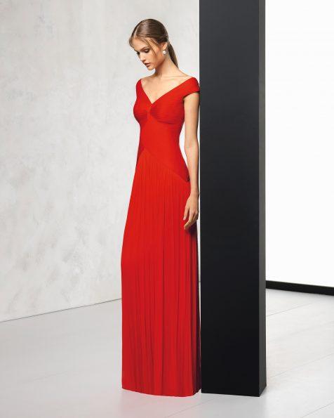 Длинное коктейльное платье из шелкового муслина, с V-образной горловиной и V-образным вырезом на спинке. Цвета: кобальтовый, красный, зеленый, коралловый, серебристый, темно-синий и фуксии. Коллекция ROSA CLARA COCKTAIL 2018.