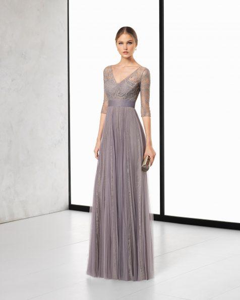 Длинное коктейльное платье из кружева с отделкой бусинами и мягкого тюля; цвета: дымчатый, серебристый и кобальтовый. Коллекция ROSA CLARA COCKTAIL 2018.
