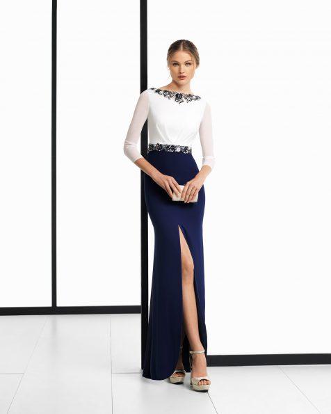 Vestido de fiesta largo de georgette y pedrería en color    natural/marino, humo/negro y natural/humo. Colección ROSA CLARA COCKTAIL 2018.
