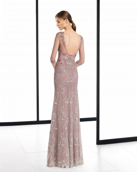 Длинное коктейльное платье из кружева с отделкой бусинами; цвета: темно-синий/телесный и мокко. Коллекция ROSA CLARA COCKTAIL 2018.
