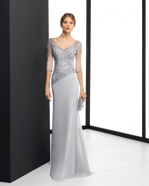 Vestido de fiesta largo de gasa y pedrería en color plata, coral y humo. Colección ROSA CLARA COCKTAIL 2018.