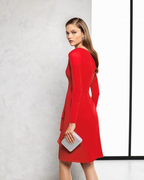 Vestido de fiesta corto y manga francesa de georgette. Disponible en color rojo y cobalto. Colección ROSA CLARA COCKTAIL 2018.
