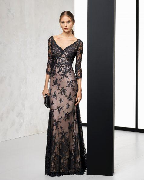 Vestido de fiesta largo en encaje a contraste con cuello pico, en color plata/nude, negro/nude y marino/nude. Colección ROSA CLARA COCKTAIL 2018.