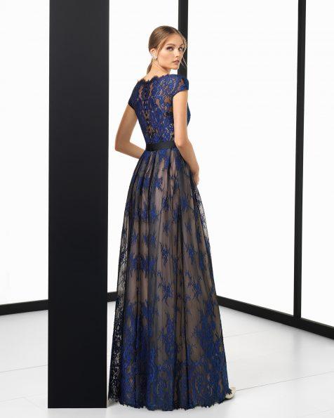 Длинное коктейльное платье из кружева, с короткими рукавами; цвета: серебристый/телесный, черный/телесный и темно-синий/телесный. Коллекция ROSA CLARA COCKTAIL 2018.