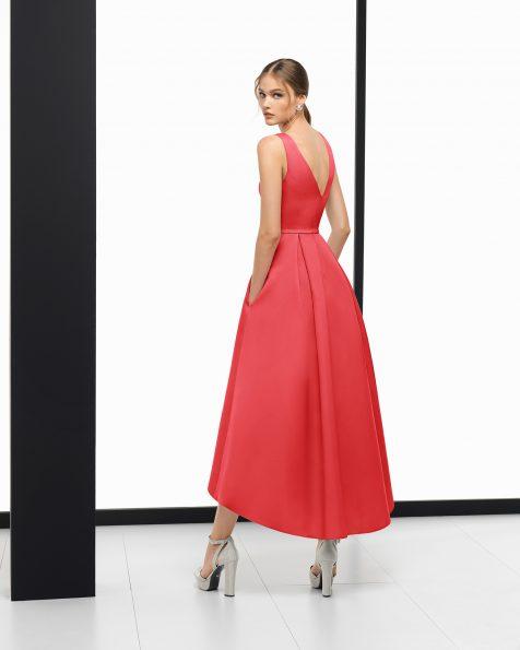 深蓝色、红色、珊瑚色和银色短款斜纹布鸡尾酒会礼服。 ROSA CLARA COCKTAIL 新品系列 2018.