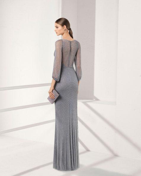 .2018 مجموعة فساتين ROSA CLARA COCKTAIL فستان طويل لحفل الكوكتيل مزيّن بالخرز، بكمّ طويل، باللون الفضّي، الشفّاف، والرملي.