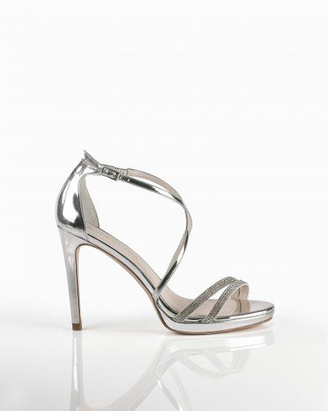 银色珠饰绑带亮皮凉鞋,鞋跟高105 mm。 ROSA CLARA COUTURE 新品系列 2018.