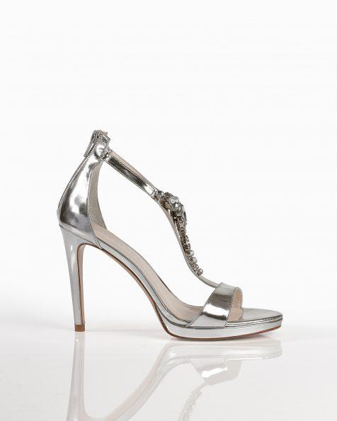 银色珠饰亮皮凉鞋,鞋跟高105 mm。 ROSA CLARA COUTURE 新品系列 2018.