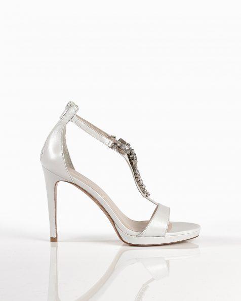 米白色珠饰真皮凉鞋,鞋跟高105 mm。 ROSA CLARA COUTURE 新品系列 2018.