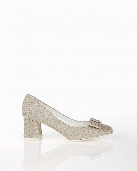 银色蝴蝶结装饰中跟格子设计新娘宫廷鞋。 ROSA CLARA COUTURE 新品系列 2018.