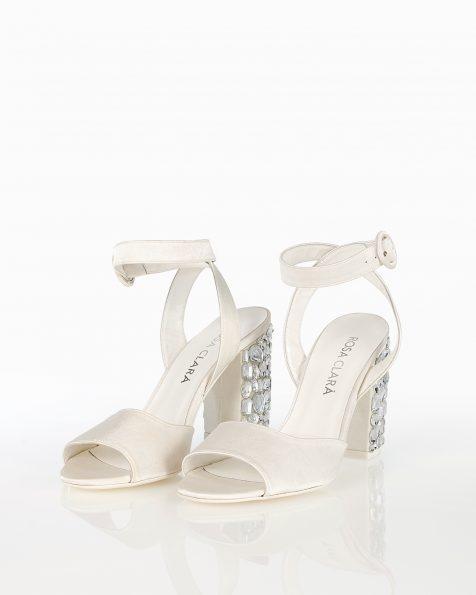 珠饰中跟色丁新娘凉鞋。 ROSA CLARA COUTURE 新品系列 2018.