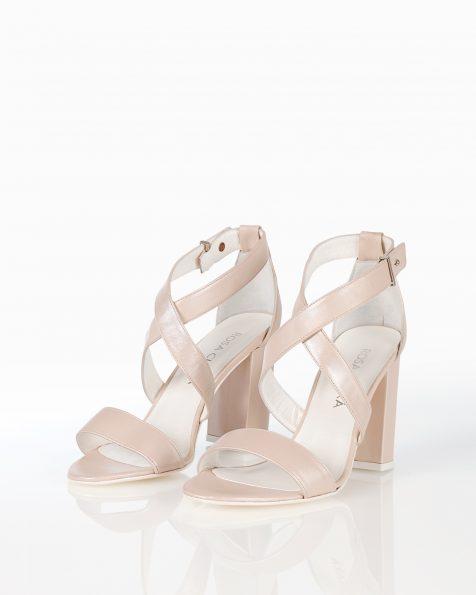 封闭式中跟皮革新娘凉鞋,有米白色和裸色可选。 ROSA CLARA COUTURE 新品系列 2018.