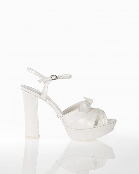 蝴蝶结装饰高跟新娘防水台真皮凉鞋,有米白色和裸色可选。 ROSA CLARA COUTURE 新品系列 2018.