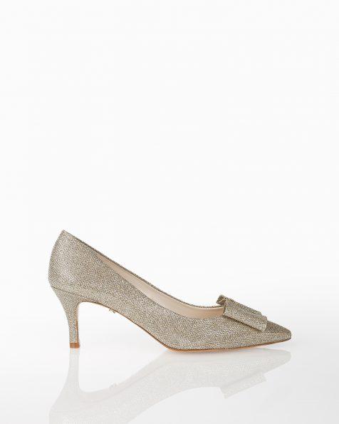 蝴蝶结装饰低跟格子设计新娘宫廷鞋,有白色和白金色可选。 ROSA CLARA COUTURE 新品系列 2018.