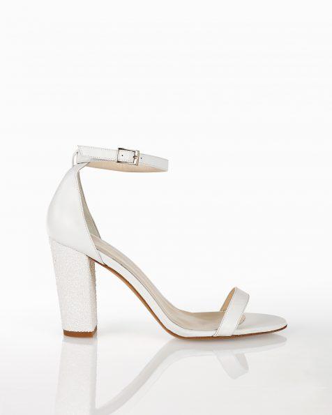 封闭式中跟闪光新娘凉鞋,有白色皮革和银色绒面革可选。 ROSA CLARA COUTURE 新品系列 2018.