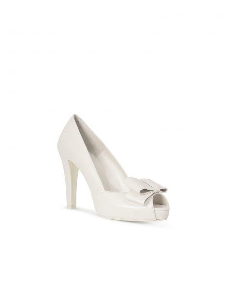 米白色蝴蝶结装饰真皮婚纱鞋,鞋跟高95 mm。 ROSA CLARA COUTURE 新品系列 2018.